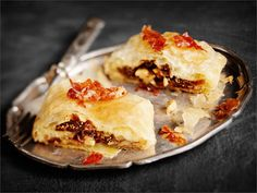 Parmankinkku-viikunafilo Finnish Recipes, Spanakopita, Pie, Cooking, Ethnic Recipes, Desserts, Food, Torte, Kitchen