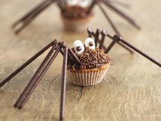 An itsy bitsy teeny weeny bit too much effort: A foodie fan crafted these Halloween cupcakes intricately decorated with chocolate icing, sweetie eyes and even eight legs made from chocolate sticks Halloween Desserts, Halloween Cupcakes, Halloween Candy, Halloween Clothes, Halloween Spider, Creepy Halloween, Happy Halloween, Chocolate Sticks, Chocolate Icing