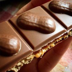 Novidade que chegou pra gente essa semana, que você deve provar😍😋🍫<br />#MilkaPeanutCaramel é a combinação mais que perfeita de chocolate dos aples, caramelo e amendoim! Você vai❤️<br /><br />Adquira pela nossa loja on-line e receba no conforto de casa:http://bit.ly/2nEMpOW<br /><br />#Milka #Milklandia #Chocolate #Milkapeanutcaramel #chocolateetudodebom #amendoim #chocolatecaramelo