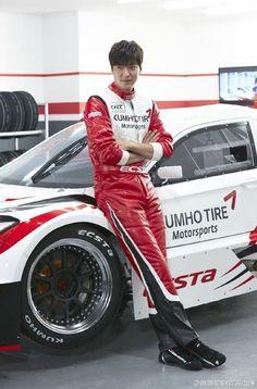 Lee Min Ho se transforma en un piloto de carreras sexy