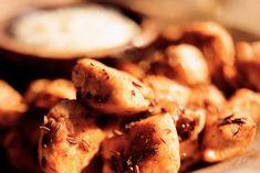 Gekruide kipstukjes met knoflookmayonaise - Recept - Allerhande