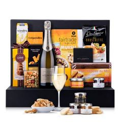 Lenoble Champagne Brunch Gift Box Gather friends and family for a luxury Champagne brunch with a bounty of gourmet sweet and savory breakfast foods. The post Lenoble Champagne Brunch Gift Box appeared first on Champagne. Food Gift Baskets, Food Hampers, Muesli, Brunch Con Champagne, Savory Breakfast, Breakfast Recipes, Gourmet Recipes, Snack Recipes, Gourmet Foods