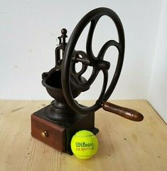Cast Iron, It Cast, Manual Coffee Grinder, Coffee Grinders, Wooden Drawers, Vintage Coffee, Coffee Recipes, Coffee Beans, Peugeot