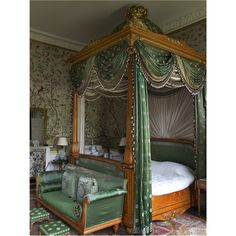 [Beautiful wallpaper, lovely combination of prints and fabrics. I especially like the sunburst pattern done in fabric behind the bed.] CHATSWORTH - The Wellington Bedroom at Chatsworth House. Beautiful Bedrooms, Beautiful Interiors, Regency House, English Interior, Chatsworth House, Georgian Homes, Interior Decorating, Interior Design, Slytherin