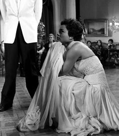 England American singer and actress Eartha Kitt is pictured on the set of the film Accused Kitt Shapiro, Eartha Kitt, Vintage Black Glamour, Gone Girl, Old Hollywood Glamour, Lady And Gentlemen, Vintage Movies, American Singers, Black History