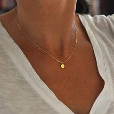 Petit collier initiale d'or deux charmes