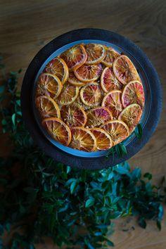 Blood orange upside down cake - recipe on http://nutsandblueberries.com/blood-orange-upside-down-cake/ *************************** Gestürzter Blutorangen Kuchen - Rezept auf http://nutsandblueberries.de/gestuerzter-blutorangen-kuchen/
