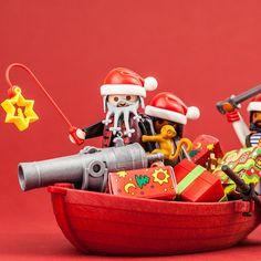 Sailing Home For Christmas | #PLAYMOBIL #toys #figures #Christmas #xmas #advent #fun #ShareTheSmile #pirate #pirates #sailing #sea #ComingHomeForXmas #pirateboat #boat