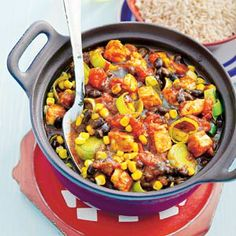 Blackbean chilli with chicken - Allerhande Low Sugar Recipes, No Sugar Foods, Mexican Food Recipes, Ethnic Recipes, Paella, Slow Cooker, Chili, Good Food, Easy Meals