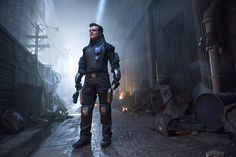 Trailers, clip, featurettes, images and posters for the sci-fi comedy series FUTURE MAN created by Seth Rogen and Evan Goldberg. Sci Fi Comedy, Comedy Series, Tv Series, Josh Hutcherson, Old Tv, Film Industry, Photo Credit, Behind The Scenes, Pilot
