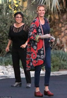 Julia Roberts, 47, looks radiant on Malibu shopping trip #dailymail