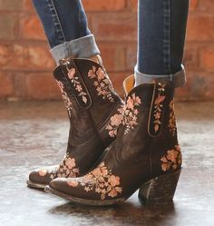 Old Gringo Sora Chocolate 8 Short Cowgirl Boots, Cowboy Boots Women, Western Boots, Gypsy Cowgirl, Sock Shoes, Cute Shoes, Me Too Shoes, Boots Boho, Old Gringo Boots