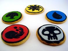 Magic: The Gathering Mana Symbols 25 Wonderfully Geeky Cookies Magic The Gathering, Pokemon Cupcakes, Magic Party, Geek Crafts, Good Enough To Eat, Bake Sale, Pretty Cakes, Rainbow Colors, Cookie Decorating