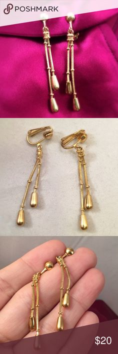"VINTAGE Modernist Clip Dangle Drops Design is timeless. Great condition. From the mid 1970s. Secure clip ons with a 2"" drop. Vintage Jewelry Earrings"