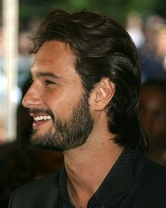 """""""Rodrigo Santoro is the Brazilian actor and Hollywood, as well as natural beauty has, simplicity, talent for acting and is a mutant when it operates, assumes the character's personality and forgotten in seconds that is the actor Rodrigo Santoro, and this is the way we know if an actor is good at it."""" Alex Germano"""