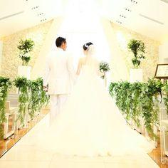 挙式前のお二人だけの時間  少し緊張している姿も素敵な思い出です✨ 明るく、自然光が降り注ぐディアステージのチャペルでは、新郎新婦様の素敵な表情をゲストの皆様に届けることができます    当日しか見ることができないお二人の姿は  とっても素敵です    ディアステージ #つくば #結婚式 #ゲストハウス #リゾート #wedding #花嫁 #fiorebianca #結婚式場 #つくば市 #茨城県 #ディアステージつくばフォレストテラス #プレ花嫁 #オシャレwedding #リゾート婚 #チャペル #オシャレ婚 #全国の花嫁と繋がりたい #結婚#チャペル#自然光#海外#人気