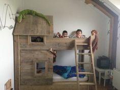 insidenout.nl Stapelbed steigerhout Kids bed Surf Bedroom, Kids Bedroom, Kid Beds, Bunk Beds, Chambre Nolan, Kura Ikea, Forest Room, Ocean Room, Boy Girl Room