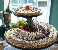 I am SO into the dessert bar idea. Dessert Buffet, Dessert Bars, Party Desserts, Mini Desserts, Appetizer Recipes, Dessert Recipes, Appetizers, Cocktail Party Food, Wedding Sweets