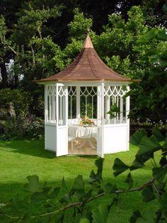 Der Klassiker der Gartenpavillons von Woga. Von minimalistisch bis hochmodern findet ihr alle mögliche weitere Versionen im Artikel. #gartenpavillion #homify