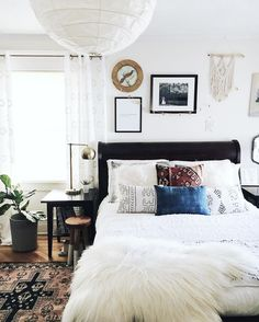 Living Room Decoration and Design Ideas - Ribbons & Stars Dark Accent Walls, Accent Wall Bedroom, Home Design, Design Ideas, Home Bedroom, Bedroom Decor, Headboard Decor, Home Interior, Interior Design