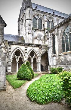 Soissons - France - Copyright Agathe LaTuque 2014. France, Gothic Art, Art And Architecture, Canada, Mansions, House Styles, Art, Fleur De Lis, Flowers