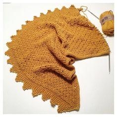 luymou Y mientras tanto el #chalmanolita sigue creciendo...y yo tengo ganas de verlo acabado!!! #tejeresmisuperpoder #instaknit #ganchillo #crochet #calceta #instaknit #instacrochet #crochetigers #knitting #crocheting #knittersoftheworld #puntosocialclub  #knittersdeverdad #weknit
