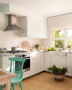 House of Turquoise: Cristina Mateus Kitchen Pantry, Diy Kitchen, Kitchen Decor, Kitchen Cabinets, Kitchen Chairs, Kitchen Dining, Sweet Home, House Of Turquoise, Turquoise Accents