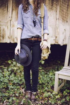 Still not a fan of the jean on jean look, but I like the idea of this outfit. Tomboy Fashion, Look Fashion, Womens Fashion, Tomboy Style, Jeans Fashion, Trendy Fashion, Fall Fashion, Fashion Shoes, Fashion Ideas