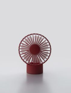 O-Fan, the latest USB powered mini fan by 11+, is the spearhead of the company's minimalistic design discipline. It sits freely on a saddle crafted to accommodate any desired wind direction and, O-Fan