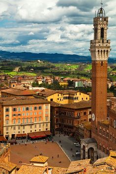 Piazza del Campo, Siena, Toscana, Italy >>> Would love to see it during the Palio...