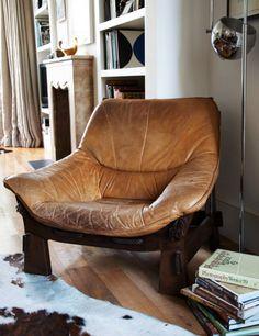 1970's leather armchair || N&L DE LIMA