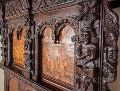 Elizabethan oak and walnut inlaid bed - England - 1580-1590 - Headboard Detail