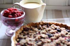 Bringebær/Blåbærpai med vaniljesaus