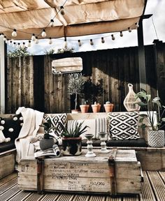 Holz Terasse Holz Terasse The post Holz Terasse appeared first on Terrasse ideen. Outdoor Rooms, Outdoor Living, Outdoor Table Decor, Patio Table, Deco Boheme Chic, Wooden Terrace, Outside Living, Screened In Porch, Backyard Patio