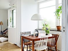 #mismatched white + wooden dining #chairs--alternate between wood and painted #chair