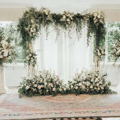 Flower Arrangements and Decorations Wedding Backdrop Design, Wedding Reception Backdrop, Wedding Mandap, Wedding Receptions, Wedding Table, Indoor Wedding Decorations, Engagement Decorations, Table Decorations, Wedding Background