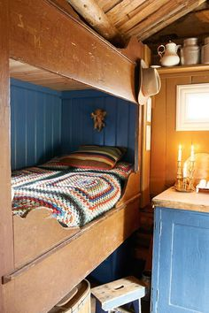 Bedroom - Restored Norwegian sæter mountain cabin - By Else Rønnevig - Via Klikk Swedish Cottage, Cabin Design, Cabin Bedroom, House Interior, Cabin Interiors, Cottage Interiors, Home, Cabins And Cottages, Rustic Bedroom