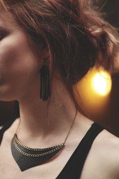 Collier Plastron cuir noir et chaînes «Anaba»