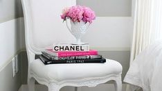21 Chic Ways to Decorate Your Apartment With Books African American Art, Mom Birthday Gift, Bookshelves, Gifts For Mom, Storage Chest, 21st, Cool Stuff, Chic, Color