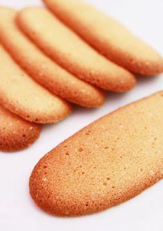 La Cuisine de Bernard: Languages of Cats Bolacha Cookies, Galletas Cookies, Biscuit Recipe, Cookies Et Biscuits, Tea Cakes, Biscotti, Cookie Recipes, Dessert Recipes, Healthy Breakfast For Kids