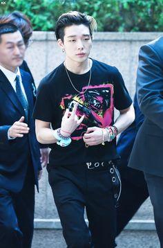 that's IKON — bby-ji: have you ever seen our little bunny so. Bobby, Ikon Debut, Jay Song, Kim Ji Won, Hip Hop, Kim Hanbin, Korean Bands, Korean Star, Rapper