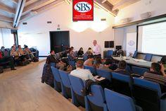 Il dott. Sean Ennis durante la lezione di #sportmarketing al #mastersbs. #masterinsport #laghirada #treviso