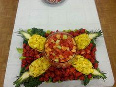 Fruit tray :) Fruit Buffet, Fruit Dishes, Fruit Platters, Fruit Tray Displays, Turkey Fruit Platter, Vegetable Decoration, Fruit Creations, Food Garnishes, Food Trays