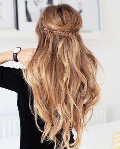 Inspiração da noite!! Para madrinhas e formandas que querem fazer penteado mas não gosta de cabelo todo preso esta é uma ótima opção!! Eu amo!!! #hair #penteado #cool #cabelo