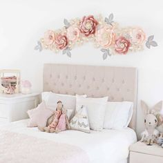 MISS MIA paper flowers backdrop/Paper flower wall/Wedding Backdrop/Backdrop /Baby shower/Baby shower/Sweet table/Christening /Dessert table - idee casa faidate - Blumen Hanging Paper Flowers, Big Paper Flowers, Paper Flower Wall, Wall Of Flowers, Craft Flowers, Flower Wall Backdrop, Wall Backdrops, Flower Wall Decor, Paper Backdrop