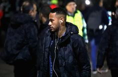 Neymar JR of Barcelona arrives at the stadiium prior to kick off during the UEFA Champions League Group C match between Celtic FC and FC Barcelona at Celtic Park Stadium on November 23, 2016 in Glasgow, Scotland.