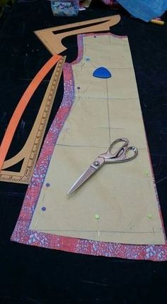 Online Cutting And Sewing Course Learn To Model And Sew Dress, Skirt And Blouse - Michelle Gaines Cursopecost - Diy Crafts Sewing Basics, Sewing Hacks, Sewing Tutorials, Sewing Projects, Sewing Tips, Pattern Drafting Tutorials, Tutorial Sewing, Tunic Sewing Patterns, Kids Dress Patterns