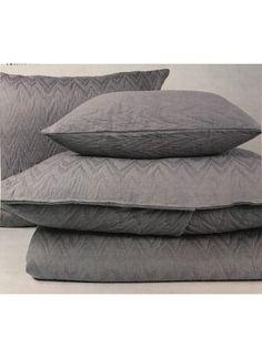**NOUVEAUTÉ** Matelassé Townsend **RÉSERVEZ LA VÔTRE** ( 3 couleurs ) Decoration, Bed Pillows, Pillow Cases, Ottoman, Chair, Furniture, Home Decor, Stream Bed, Colors