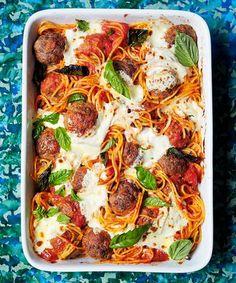 BakedSpaghettiandMeatballs   16 Christmas Dinner Ideas Guaranteed To Make Your Night Memorable by Homemade Recipes at http://homemaderecipes.com/cooking-102/seasonalholiday-recipes/16-christmas-dinner-recipes/