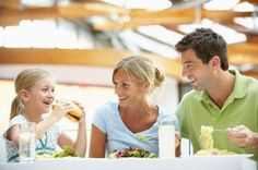 Tips for Eating at Fast Food Restaurants on a Low-Cholesterol Diet
